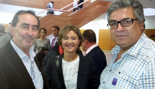 Alfredo Berrocal (Izq.) y Juan Manuel Palomares (Drcha)., de la Ejecutiva de Unión de Uniones, con la Ministra García Tejerina al finalizar el acto
