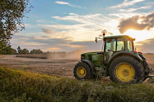 ROMA Maquinaria Agrícola Tractores